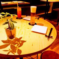 ハイテーブルで気楽にサシ飲み♪