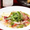 料理メニュー写真鮮魚のカルパッチョ エシャロットビネガー