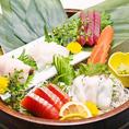 コースはもちろん、逸品料理だっておまかせください。刺身の盛り合わせや栄養満点サラダ、サクサクの揚げ物など種類豊富にご用意致しております♪女子会や飲み会でいろんな逸品をシェアしあうのも◎