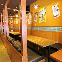 ≪4名様用テーブル席≫フラリと立ち寄る、そんな表現がぴったりのめだか。店内は幅広いテーブルが並び、席間隔が広めです。すだれで仕切れるのでプライベート感覚でお食事できます!