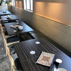 テーブル席は大人数でも少人数でもお使い頂ける使い勝手の良い席となっております。