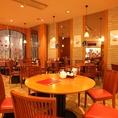 【円卓を囲んで楽しいひとときを♪】我々、鼎泰豐は今後もお客様のご満足を第一に、今後もクオリティーとサービス向上、安心、安全にこころがけさらなる美味しさを目指します。世界10大レストランに選ばれたレストラン★ 鼎泰豊カレッタ汐留店へ是非一度お越しください。