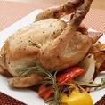 【女性に大人気ローストチキン】当店一番人気のローストチキンはハーブ鶏を使用した香り豊かなメニュー。ハーフサイズからお選びいただけます!