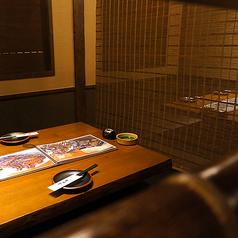 掘りごたつの半個室席。落ち着く空間の十四郎自慢のお部屋♪金山駅から徒歩3分ととっても駅近なので終電など心配せず心行くまで楽しんでいただけます☆