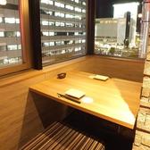 2名様個室♪夜景を眺めながらのお食事もおすすめ☆デートにも最適です。完全個室のお席ですのでゆったりお二人の大切な時間をお過ごし頂けます。当店自慢の和食や新鮮な海鮮を使用したお刺身などのお料理や料理との相性抜群の日本酒などのお酒を豊富にご用意しております。