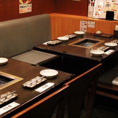テーブルで最大8名様、お座りいただけます。高円寺駅・中野駅周辺で美味しいお店をお探しでしたら是非、からし亭をご利用ください★女子会、誕生日会、忘年会、新年会など各種ご宴会承ります!飲み放題付きコース3700円~◎