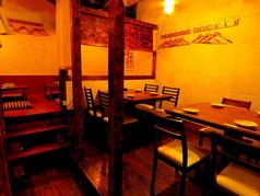 テーブル席の個室は10~12名様収容可能。