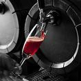 ★シュワシュワ~キレの良い樽生のスパークリングワインが新登場!お店の真ん中にある樽から注がれる、スパークリングワインは赤と白のほどよい辛口2種類をご用意しております。一杯380円!おかわりが止まらない?!