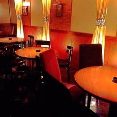 【テーブル席 5名×4】2名様から広々とテーブル席利用可能◎総席数45席完備!着座最大45名様まで、立食スタイルなら最大55名様までOK!25名様以上で貸切も対応可能です!お客様のシーン・人数に合わせ、ご案内いたします!お席詳細・人数・ご予算など、お気軽にお問い合わせください!※写真は一例です