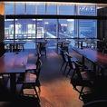 夜景が愉しめる眺めの良いガラス張りのダイニング席は2名~50名様までご利用頂けます。虎連坊秋葉原店の飲み放題付き宴会コースには日本酒も飲み放題の対象となるプランをご用意しております!通常飲み放題に+500円で日本酒約20種類が飲み放題に!日本酒好きの方々必見のプラン!秋葉原での宴会で、日本酒をご堪能下さい!