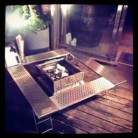 テラス席には…BBQの焼き台!