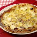 料理メニュー写真クアトロフォルマッジ コン ラクレット【十勝産ラクレットチーズ使用の4種チーズのピッツァ】