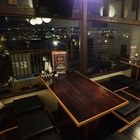 窓側のお席は北谷の夜景を一望できます☆
