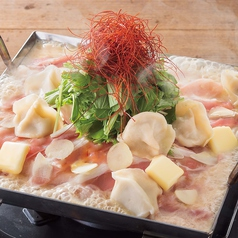 """料理メニュー写真■豚&餃子の味噌バター""""ちりとり鍋""""  ~おすすめの〆 〆ラーメンで「味噌バターラーメン」~"""