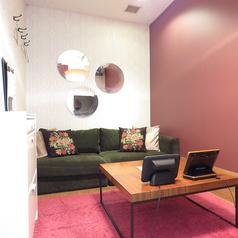 おしゃれなソファールームです!プライベート空間のようなお部屋です。デートや女子会におすすめ◎