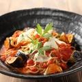 料理メニュー写真茄子とモッツァレラチーズのトマトソースすぱ