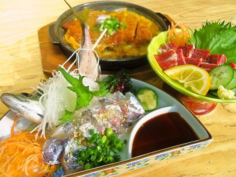 ホテルアルファーワン八代1F。豊富な料理メニューで、熊本名物料理も食べられる。