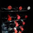 デリケートなワインはワインセラーで季節に合わせて管理しております。系列にワインバーも御座いますので、種類豊富にご提供が可能です。お気軽にボトルワインもお問い合わせ下さい。