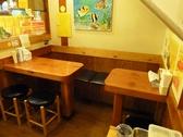 テーブル2名様席+4名様席