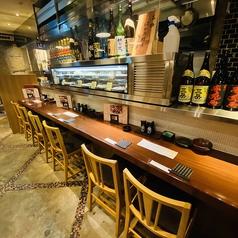 オープンキッチンを眺めるカウンター席はそのお店の食材が一望できる実は隠れた一番贅沢な席なのです。