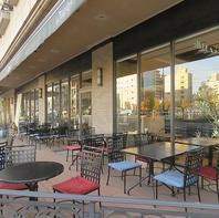 開放的な空間でゆったりとお食事を愉しみください。