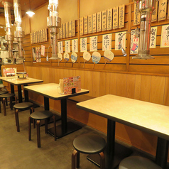 昭和の懐かしい雰囲気の店内で 家族とみんなで焼き肉を楽しめますよー!!ご家族様大歓迎のお店です。