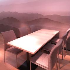 【テーブル6名様×4卓】4~6名様向けのテーブル席は、各種宴会など様々なシーンに対応いたします。