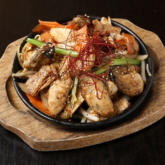 料理メニュー写真牡蠣と南関揚げ豆腐 長崎生まれの金蝶ソース炒め