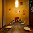 掘り炬燵4名席×1、新宿南口徒歩3分の好立地な店内は、会社宴会・居酒屋飲み会に好評です。掘りごたつ席を合わせると20名様まで個室としてお使いいただけます!