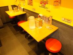 テーブル席もございます。2名様用のお席です。