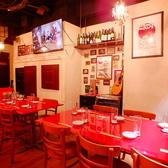 ゆったりとしたテーブル席。女子会や少人数でのお食事にもおすすめです!落ち着いたモダンな雰囲気の中でのお食事をお楽しみください。