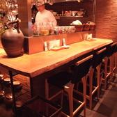 入口すぐのカウンター。店内に入ると目の前に本格的キッチン、本場韓国人シェフ達による韓国語の共演もGOOD♪