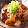 料理メニュー写真名物 鶏錦煮込み