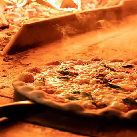 【渋谷駅2分】 窯焼&薄焼のピザが自慢。2名様~のテラス席は当日予約&喫煙可能。