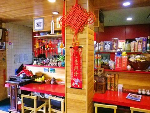 まるで中国に来ているかのような雰囲気の店内。四川等、辛い料理がたっぷり楽しめる。