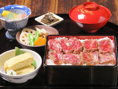 料理メニュー写真霜降りオリーブ牛のステーキ重定食