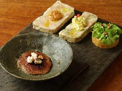自家製パテを、四種類同時に楽しむことができる『肉前菜の盛合せ』