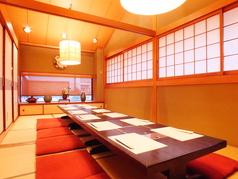 2階座敷個室。和の空間を味わいながら、大人数での宴会利用でお楽しみ下さい。