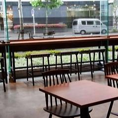 カフェエリアの2名様テーブルは7卓ありますよ♪ぜひご来店をお待ちしております☆