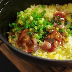 料理メニュー写真霜降りカルビのココット焼き飯