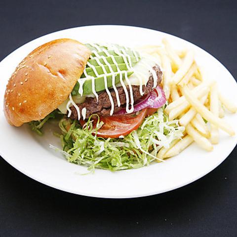 東京メトロ田原町駅1出口より徒歩2分/手作りアメリカンフードを味わえるKEEP&TOUCH!