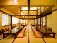 員12~15名の部屋を4つ繋げ、最大60名様までご利用いただける大きなお部屋もございます。法事や慶事にもご利用ください。