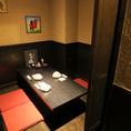 仲間とテーブルを囲んで盛り上がれるのは囲炉裏席ならでは。人気なのでご予約してご来店ください♪まったり過ごせる個室席は居心地の良い空間です!旬の食材をふんだんに使用したお料理と、豊富な種類のお酒をたっぷりお楽しみいただける単品み放題をご用意。川崎駅の駅近で個室居酒屋をお探しなら当店へ♪