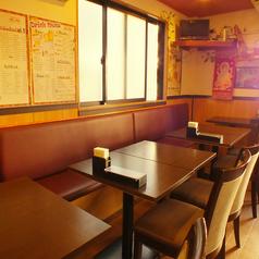 広々としたテーブル席は、大人数でも対応可能です。