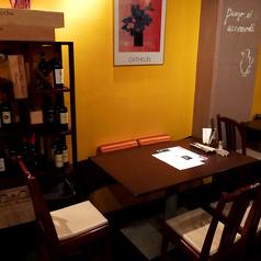 1階には2名様×1のテーブル席をご用意しております!デートや少人数の飲み会にオススメです。美味しいステーキやワインを楽しみながら女子会や誕生日、大切な方との記念日や宴会、パーティーに是非ご利用下さい。※設備・サービスのご利用に関してはお気軽にお店に直接お問い合わせください。