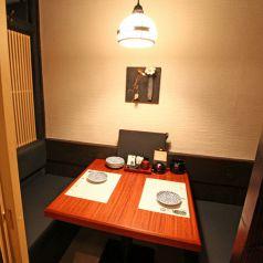 【1階】2名様用の個室はデートにも◎ 神田の個室居酒屋なら番屋でご宴会・飲み放題をどうぞ。