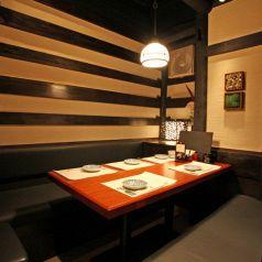 【1階】テーブル席。気の合う仲間と一杯! 神田の個室居酒屋なら番屋でご宴会・飲み放題をどうぞ。