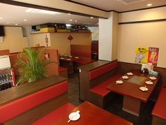 【各テーブル席ソファーシート】6名様テーブルが7卓と、4名様テーブル2卓あります。貸切は最大58名様までOK!!小岩駅から徒歩3分のアクセス抜群です。