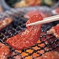 【秘伝のタレは保存料無添加】創業以来50年間、変わらぬこだわりが保存料無添加。フレッシュな味わいがお肉本来の旨みを引き立たせます。伝統の美味しさを守り続けます。
