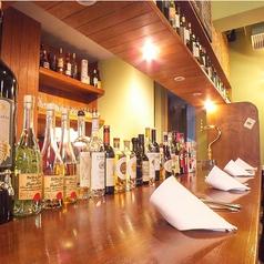 カウンター席で軽く1杯でも大歓迎!仕事帰りに一杯いかがですか?♪ずらりと並べられた食後酒は目でも楽しい♪食後酒だけのご利用もぜひ◎シェフが国内外から厳選した旬の食材を繊細なイタリア料理に昇華。厳選ワインと共にお楽しみください。お一人様でも友人同士、カップルやご夫婦も大歓迎です!